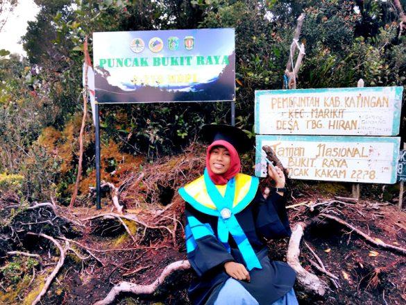 Dosen wanita muda berhasil menuntaskan 7 Summits of Indonesia