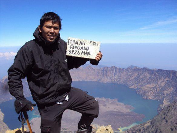 Ayah Muda Dari Ambon Menyelesaikan Pendakian 7 Summits Indonesia