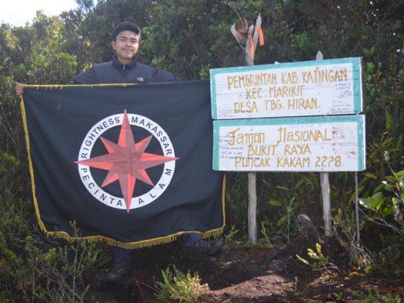 Anggota club PA sebuah komplek perumahan menuntaskan 7 Summits Indonesia