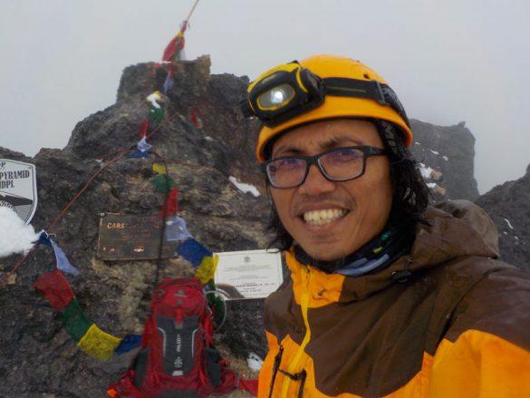 Pendaki Asal Ciputat Menyelesaikan Sirkuit 7 Summits Indonesia