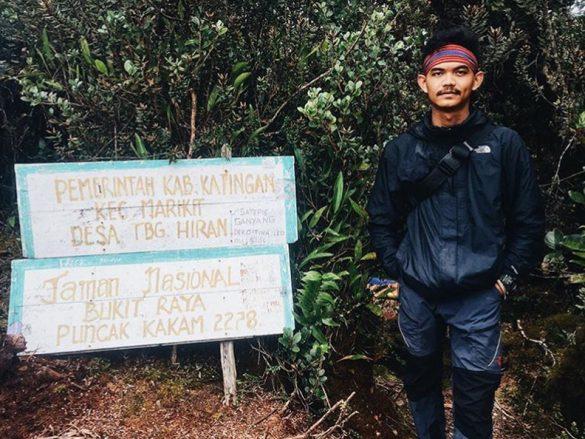 Masinis muda kereta komuter menyelesaikan sirkuit 7 summits Indonesia