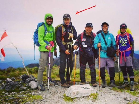 Rekor baru! Pemandu gunung pertama menamatkan sirkuit 7 Summits Indonesia